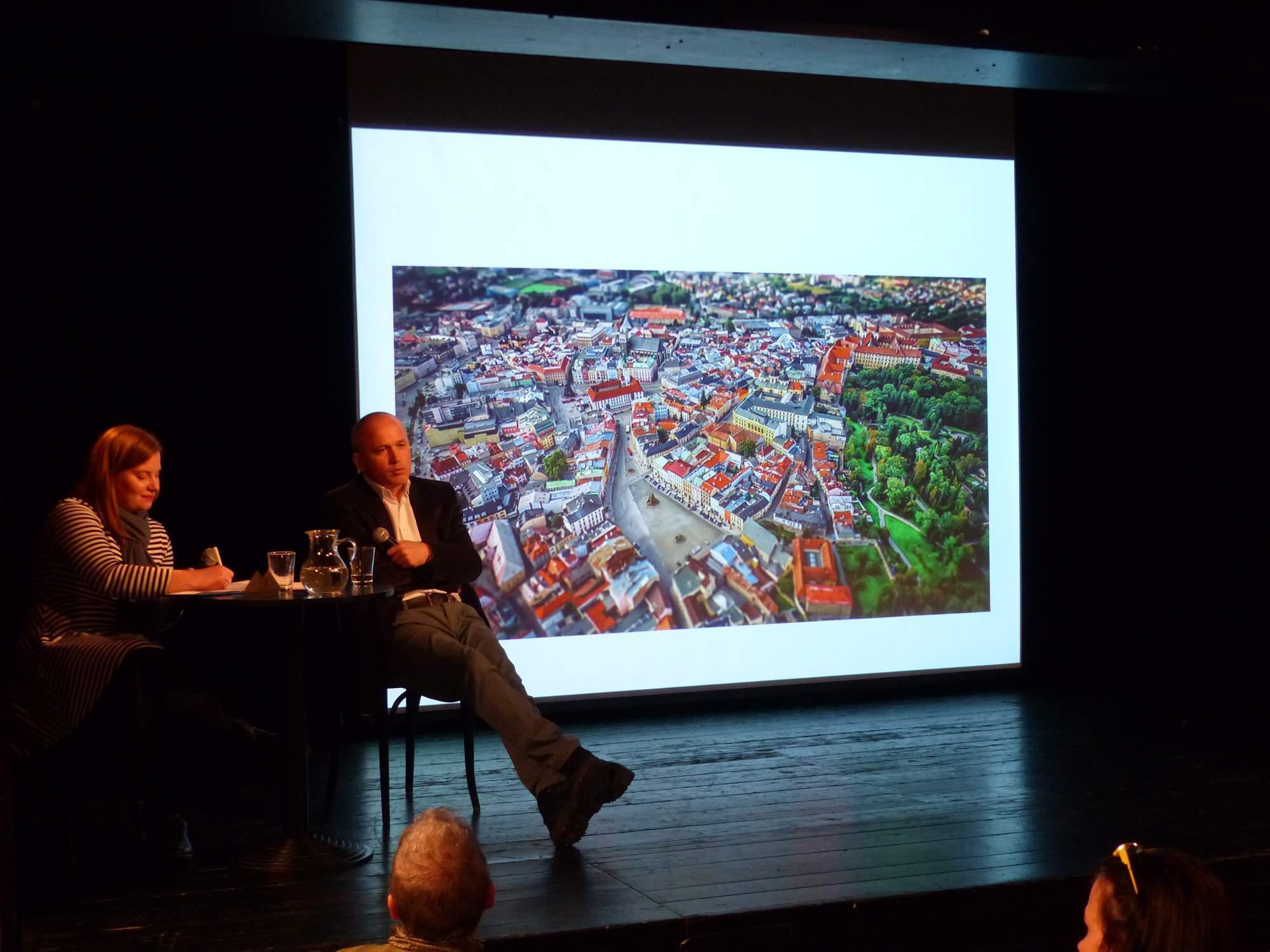 Gökhan Bacik na přednášce o situaci v Turecku