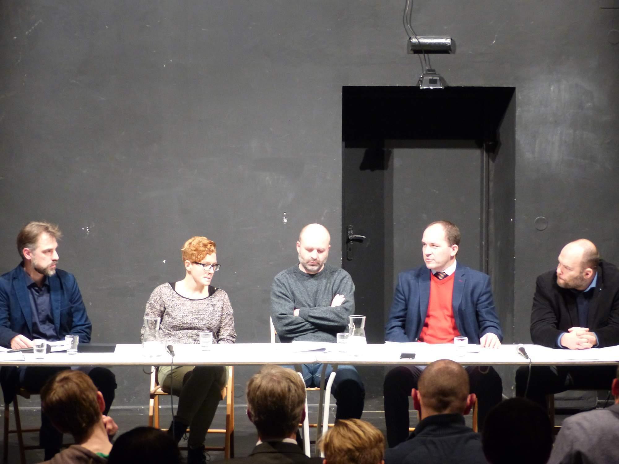 Diskutující na debatě o Istanbulské úmluvě