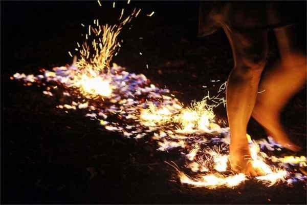 Festival Radosti a života pod Pálavou 2018, firewalking, chůze po žhavém uhlí, chůze po ohni s www.chuzepoohni.cz
