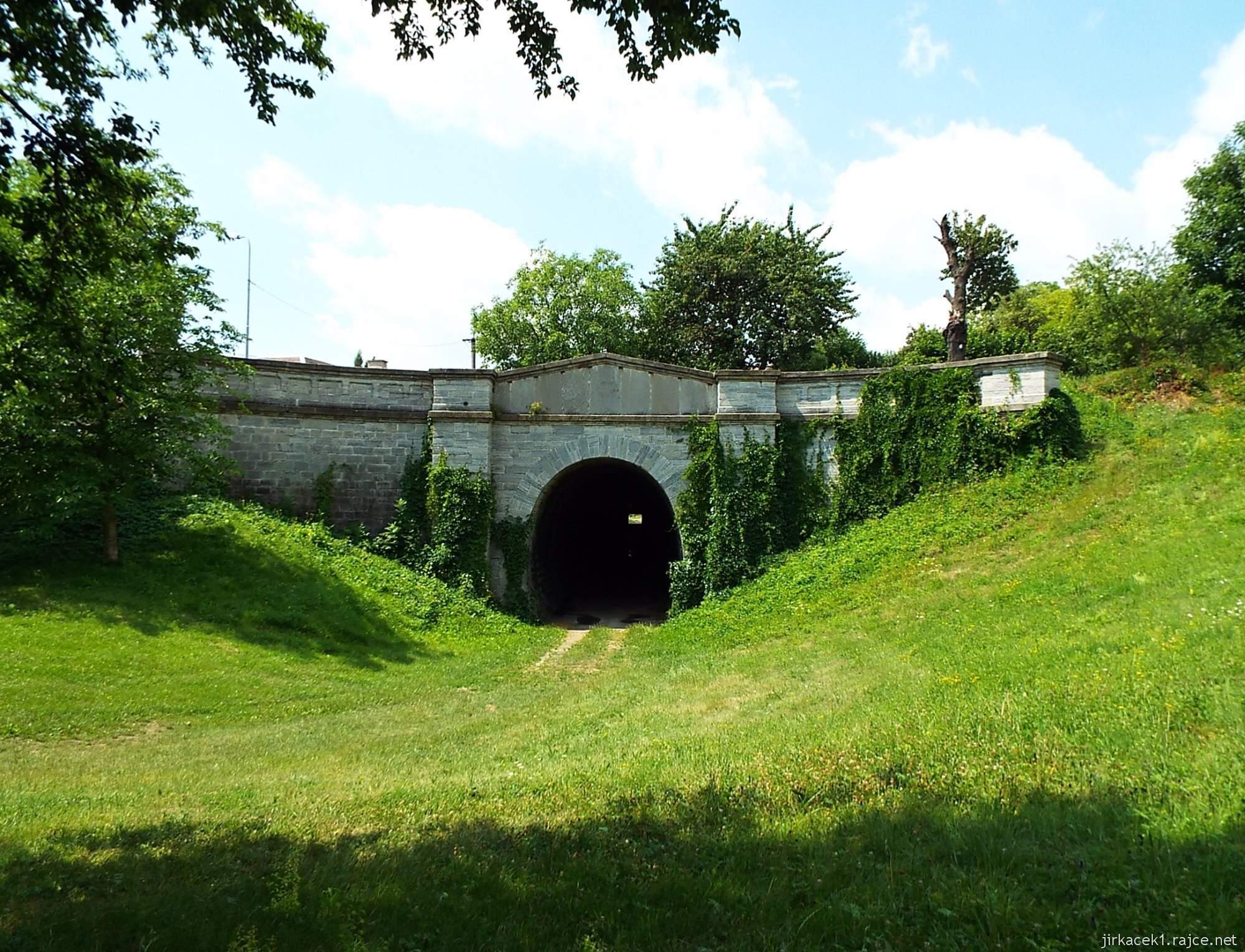 Slavíč - Ferdinandův železniční tunel - východní portál