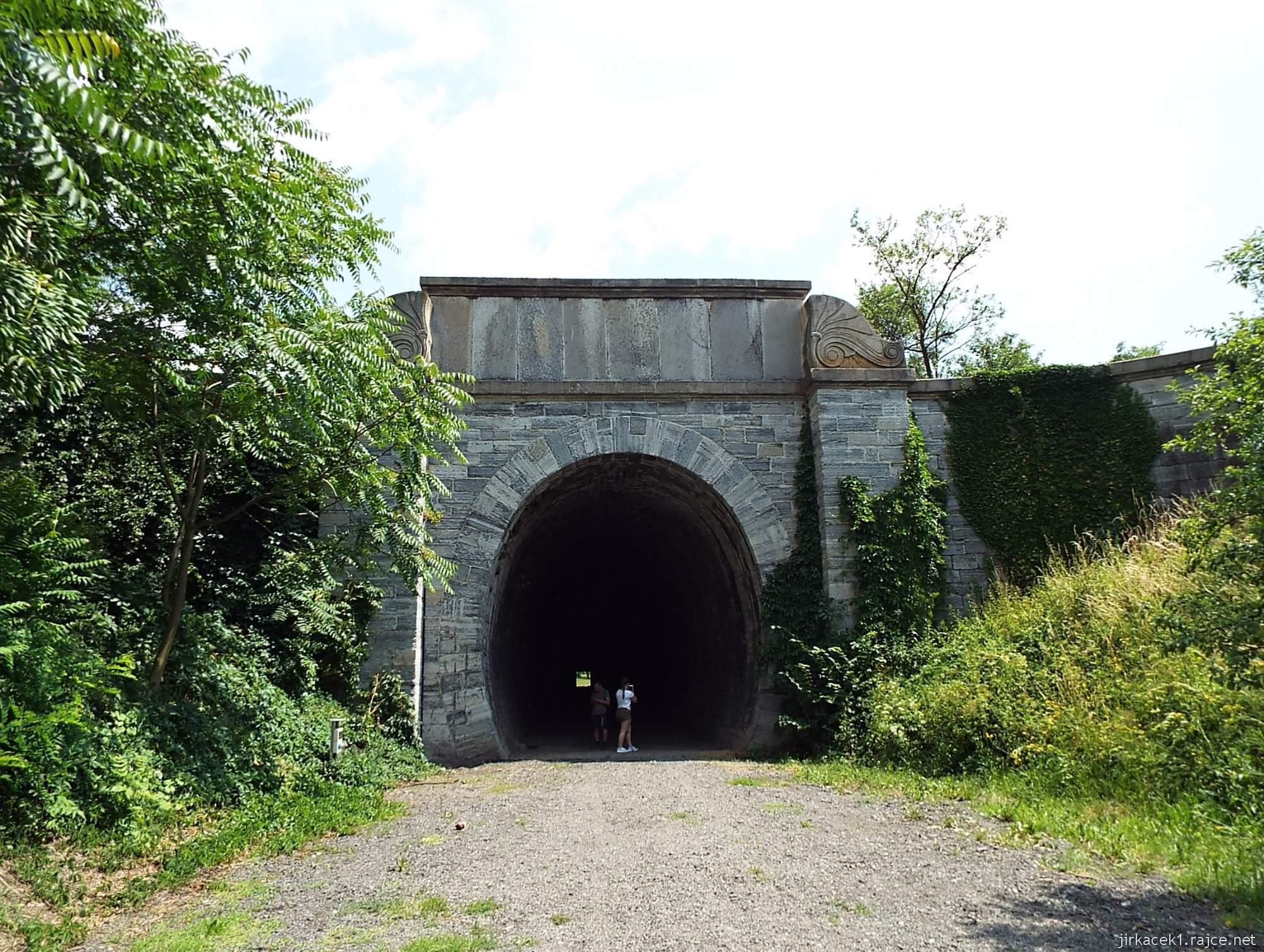 Slavíč - Ferdinandův železniční tunel - západní portál