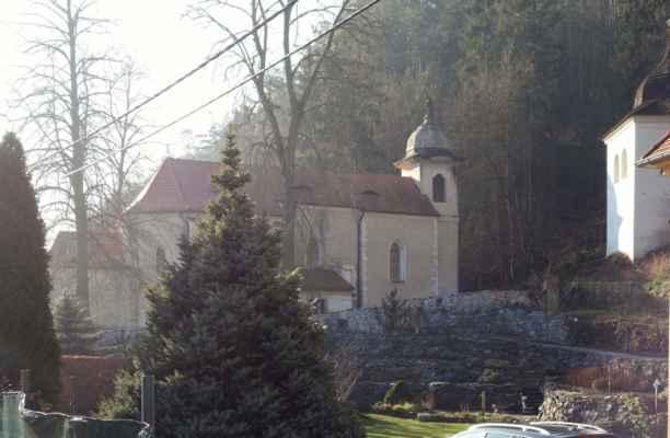 První zastávka ale nebyla u soutoku. Cestou do Štěchovic jsem se zastavila u kostela sv. Kiliána za Davlí.