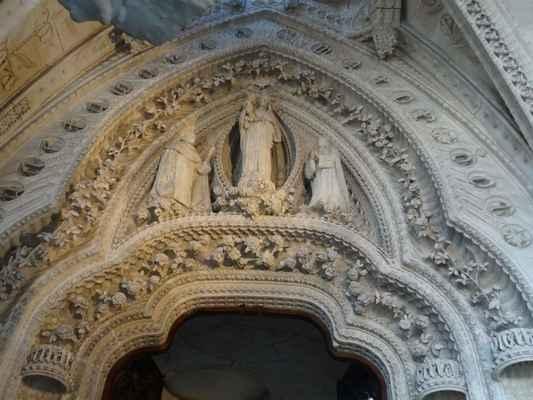 Hlavní portál v Růžencové kapli
