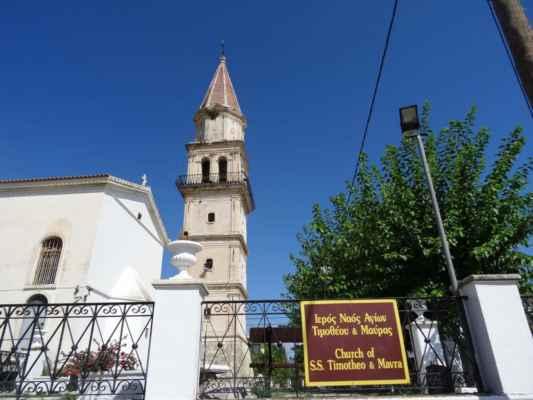 Vesnice Maherado (Macherádo, Μαχαιράδο), která leží téměř v samotném srdci ostrova. Je třetím největším správním střediskem ostrova s téměř 800 obyvateli. Největší pozornost poutá kostel Agía Mávra (Černá Madona) s krásnou kostelní věží, významná stavbu ostrovní architektury. Samostatně stojící zvonice v benátském stylu se tyčí do 37 m výšky a když se její zvony rozezní, prý jsou slyšet po celém Zakynthosu.