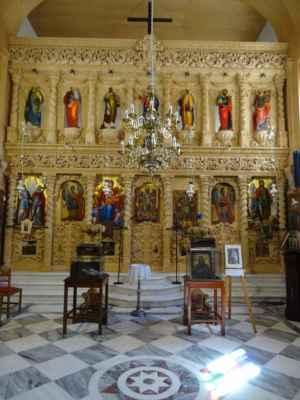 Překrásný ikonostas i fresky jsou zdobeny 22karátovým zlatem.