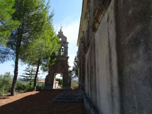... s překrásnou zvonicí