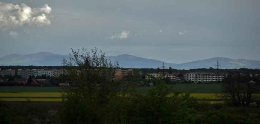 Nečekané vidiny - Za hradbou sídliště Na Valtické jsou úžasně vidět Karpaty