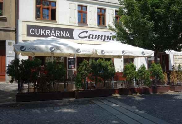 Cukrárna v Lysé nad Labem. Před její návštěvou jsme se ještě posilnili v estancii U labutě pod náměstím. Obě zařízení vřele doporučuji. Bylo to výborné!