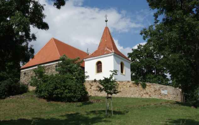Mochov - kostel sv. Bartoloměje.