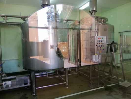 V závodě můžete získat dojem z procesu výroby vína a prohlédnout si vinařský závod s fermentačními nádržemi, plnicími stroji a některými velmi velkými dubovými sudy, kde je víno skladováno. Také obdržíte láhev hroznové šťávy nebo dvě sklenky vína, které jsou součástí prohlídky zde.