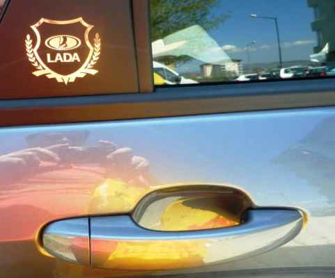 Nápis LADA na plastový kryt okien tiež z AliExpresu.