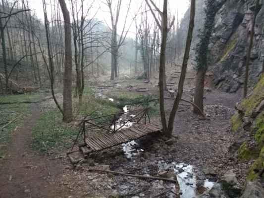 Oblast pod Tetínským vodopádem.