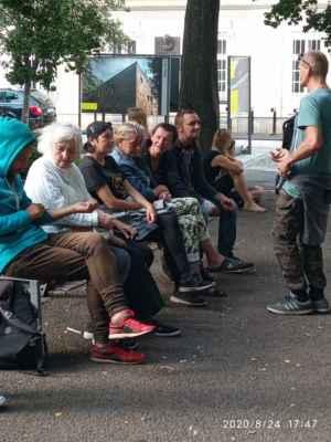 LasardoPictures 2020 - Program ŽIVÁ ULICE v Plzni ale trochu jinak ;-) v reálu. Síce je živá ;-) ale i plná bezdomovců. (Festival na ulici 21 - 29.8.2020)Multižánrový. »*« * Dne: 24.08.2020/Sadový okruh/pondělí. * All Rights Reserved Photo: LasardoPictureS * Fotograf: D.Jozef.T|LasardoPictures * Fotoaparát: Xiaomi Redmi Note 9 »*« * JT81 R.I.P hudba -www.youtube.com/playlist?list=PLALJeiPjfjpZFiG27SmrhQfsdprHyB4Dc »*«  #Tj81Fotografie #lasardopictures #plzen #cr #bezdomovci #sadovyokruh #pilsen #plzeň  #živáulice #zivaulicevplzni #KopeckéhoSady #SmetanovéSady #festivalnaulici #Miklas #d »*«  WiFi|Dne: 24.8.2020|od Hotel Central v Plzni.