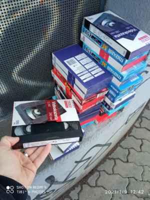 LasardoPictures 2021 Plzeň - VHS videokazety u Normy v Plzni jak je Chodské náměstí. Foto dne 9.1.2021 v sobotu. Tj81. »*« * Foto|Dne: 9.1.2021|v Plzni/sobota. * Fotograf & All Rights Reserved Photo: LasardoPictureS/D'J.Tamáš|TJ81 * Fotoaparát: Xiaomi Redmi Note 9 »*«  #LasardoPictureS #Tj81fotografie #C145 #hmm #Norma #plzen #Vhs #VHSvideokazety #pilsen »*«  * JT81 R.I.P hudba -www.youtube.com/playlist?list=PLALJeiPjfjpZFiG27SmrhQfsdprHyB4D »*« Sdílené z mých TJ81,dat od Vodafonu dne 9.1.2021.   Xiaomi M2004J19C, 3.8 mm, 1/113 s, f/2.2, ISO 113