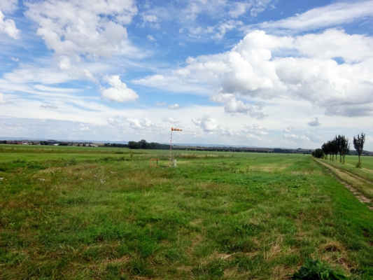 jsme u letiště  RC letiště Slatinice -Modelářské letiště.