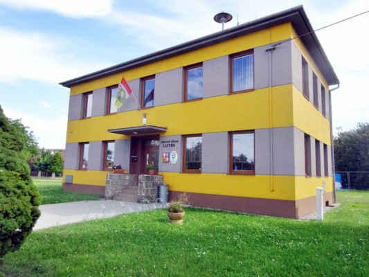 obecní úřad v Lutíně,   v Lutíně se vyrábí pumpy - firma Sigma založena už v r.1868