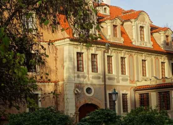 Valdštejnská 12 - Malý Fürstenberský palác