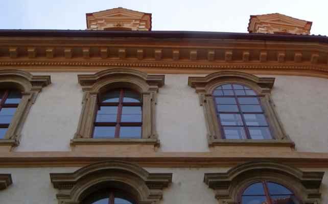 Valdštejnská 3b - Valdštejnský palác
